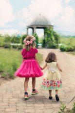 little-girls-walking-773024