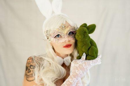 Powell-Julie_Jess_White Rabbit-16
