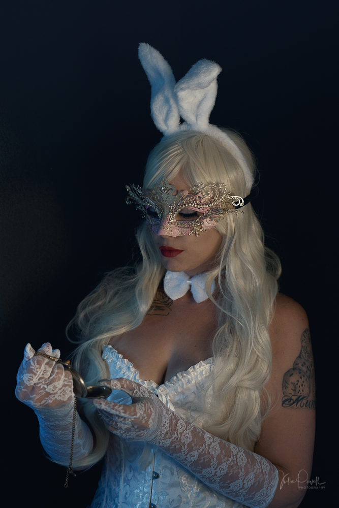 Powell-Julie_Jess_White Rabbit-2