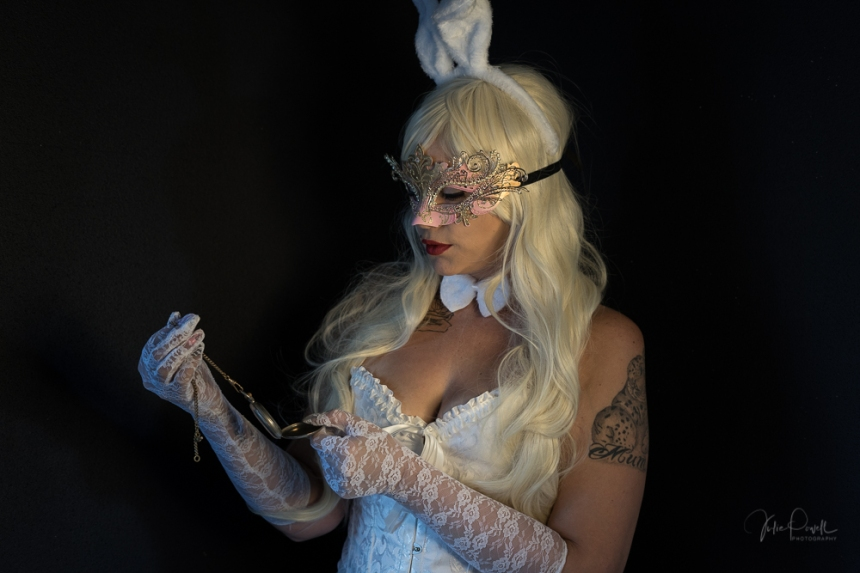 Powell-Julie_Jess_White Rabbit-4