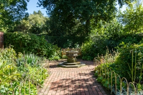 JuliePowell_Hamilton Gardens-12
