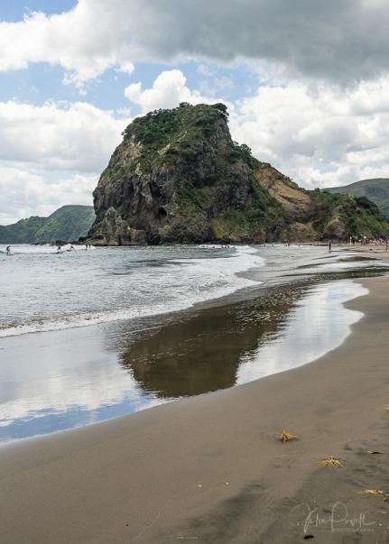 Piha Beach - Lion Rock