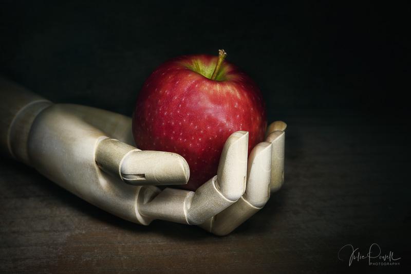 Julie Powell_Pinnochios Apple